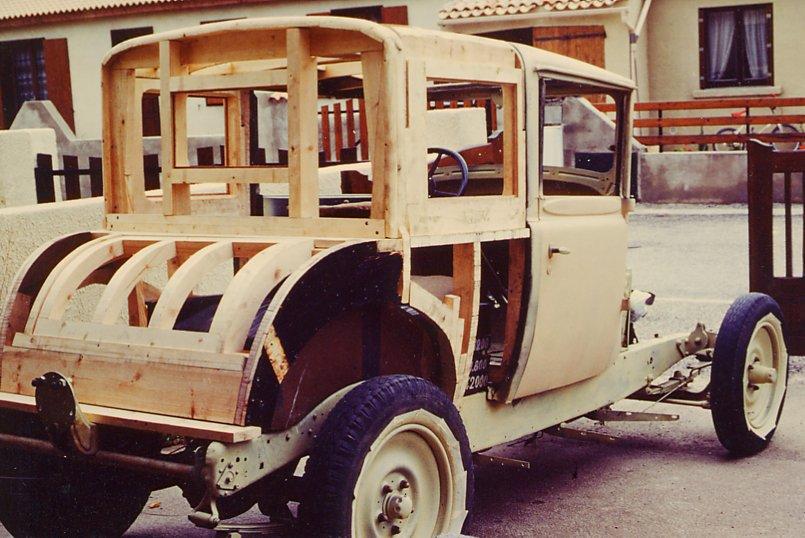ossature bois voiture ancienne